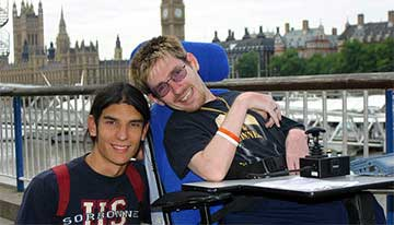Revitalise guest in wheelchair and volunteer on London excursion